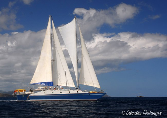 Catamaran Cuan Law Yacht Charter