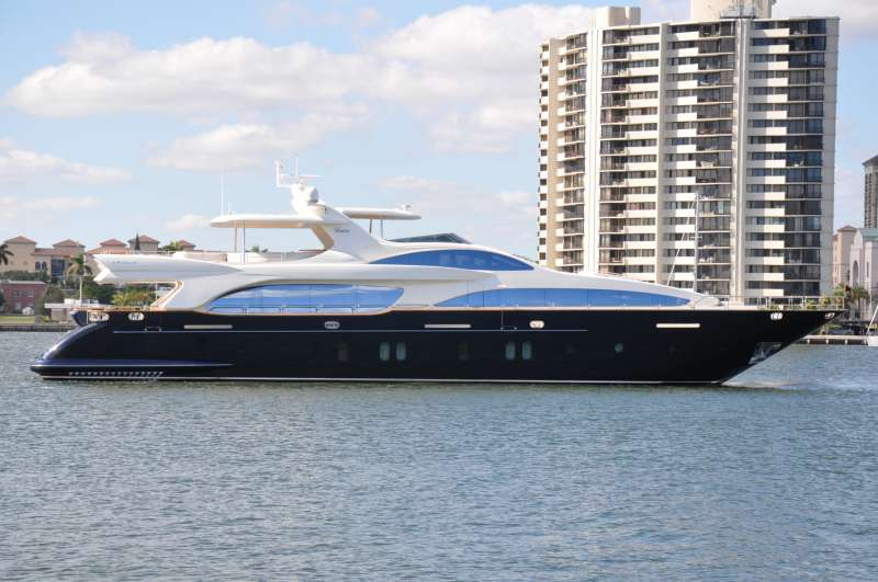 M/Y Vivere Yacht Charters
