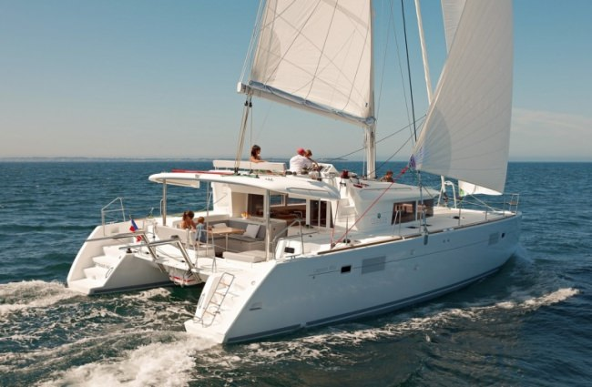 Catamaran Okeanos Yacht Charter in Greece